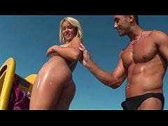 HD XXX สองหนุ่มถ่ายวิดีโอโป๊ พาเพื่อนสาวไปเย็ดกันกลางทะเลเปลี่ยนบรรยากาศ