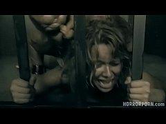 หนังโป๊แนวสยองขวัญนักโทษสาวดวงซวยถูกจับตัวไปให้มนุษย์กลายพันธุ์ข่มขืนเย็ดหีสังเวยกามในกรง