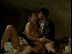 หนังโป๊อิตาลี ผัวเมียฝรั่งเปลี่ยนบรรยากาศเย็ดกันในถ้ำ แนววินเทจ