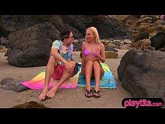 หนังโป๊ฝรั่ง หนุ่มควยโตโครตฉลาดชวนแฟนสาวมาเที่ยวทะเลเพื่อเย็ดหีสุดท้ายแฟนสาวลุกคเองเลยรอไม่ไหว