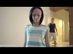 xxxวัยรุ่น สาวฝรั่งสุดเอ็กให้ท่าหนุ่มในห้องฟิตเนสจนเดินไปจับเลียหัวควยแล้วเล่นเสียวจนแตกใน