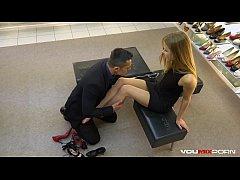 หนังโป๊ฝรั่งเด็ดมาใหม่ หนุ่มไฮโซโครตรวยซื้อรองเท้าคู่เดี๋ยวได้เย็ดหีนางแบบถึงห้องงานโครตดีน่าเย็ดมาก