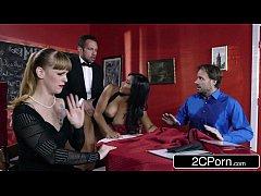 หนังxฝรั่ง2019 เด็กเสริฟหนุ่มแอบเอากับสาวสวยในร้านดันบริการไม่ดีเลยจับลงโทษซอยหีต่อหน้าลูกค้า