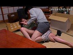 Javxxx2019 หนุ่มหื่นเอาควยไปถูหีพี่สะไภ้ในห้องครัวจับเย็ดหีบนโต๊ะล่อซอยหีซะน้ำแตกใน