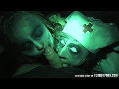 หนังโป้ ฮาโลวีน Halloween XXX 2019 สองสาวซ้อมบี้รุมเย็ดหนุ่มควยโต คาชุดพยาบาล ในโรงพยาบาลร้าง