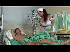 หนังโป๊ออนไลน์ ผู้ช่วยพยาบาลสาวแอบอมควยเล่นเสียวขึ้นขย่มนั่งเทียนคนไข้ในห้องตรวจ เอวดีล่อซอยหีซะแตกใน