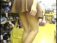 คลิปแอบถ่ายHD ดูหีฟรีxxxถ่ายใต้กระโปรงสาวญี่ปุ่นในร้านรองเท้าที่ไทยเห็นหีขาวจั๊วโครตน่าเย็ดภาพ4K