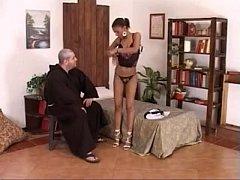 คลิปxฝรั่ง พ่อบาทหลวง คนแก่เย็ดหีแม่ชีสาวสวยในโบสถ์ ลีลาแม่ชีนี่เด็ดจริงขึ้นร่อนเอวดีโม๊คเก่ง จนน้ำแตก