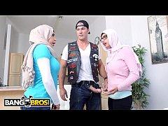 ดูหนัง โป๊ฟรี PORN HD สองสาวมุสลิมรุมเย็ดหนุ่มหล่อ สวิงกิ้งกันสดๆ โครตมันส์ น้ำแตกในรูหี