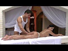 โป๊ฝรั่ง massage Porn แม่สาวสวยนมโต Lucy Li โดนหมอนวดเย็ดหี หล่อล้ำควยโต แตกในเลยจ๊ะ