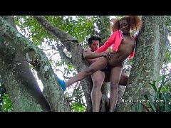 black xx outdor นิโกรสาว Kendall Woods โดนผัวเย็ดท่าพิศดาร ยืนแหกหีเย็ดบนต้นไม้ โหดจัด