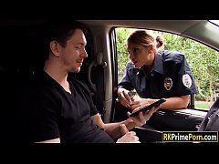 ตำรวจสาวผมทองสุดเอ็ก ตรวจค้นหนุ่มหล่อจนได้เย็ดกันในรถอย่างมันส์xxxคาชุดเลย