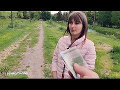 ซื้อเย็ดสาววัยรุ่น นางเดินอยู่ข้างทางเห็นหน้าตาดีเลยใช้เงินซื้อเซ็กเย็ดในป่า