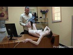 พนักงานสาวสุดน่าเย็ด มาทำงานวันแรกก็โดนดุ้นใหญ่ผู้จัดการxxxเลย