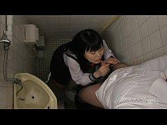 สาวแว่นขี้เงี่ยน แอบเล่นควยโม๊คเสียวนักเรียนหนุ่มในห้องน้ำโรงเรียน
