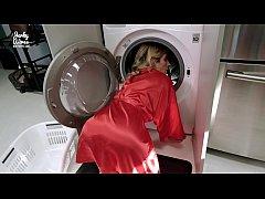 น้าสาวฝรั่งตัวติดเครื่องซักผ้าเห็นตูดใหญ่เอ็กจัดจับเย็ดท่าหมาซะเลย