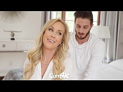 Porn Mom หนังโป๊ครอบครัว แม่เลี้ยงอ่อยลูกชายให้เย็ดคาห้องนอน โดนดุ้นใหญ่ลูกเย็ดร้องลั่น