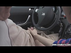 มาดูxxxฝรั่งจากทางบ้าน คนแก่ใช้บริการกะหรี่รีดน้ำควยบนรถ ชักว่าวจนแตกคามือ