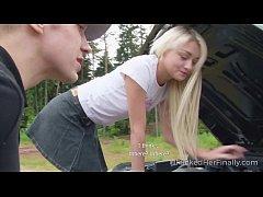 สาวฝรั่งสุดเด็ด ตอบแทนหนุ่มหล่อที่ช่วยซ้อมรถด้วยการ นัดxxxกลางป่า บอกเลยลีลาอย่างแจ่ม
